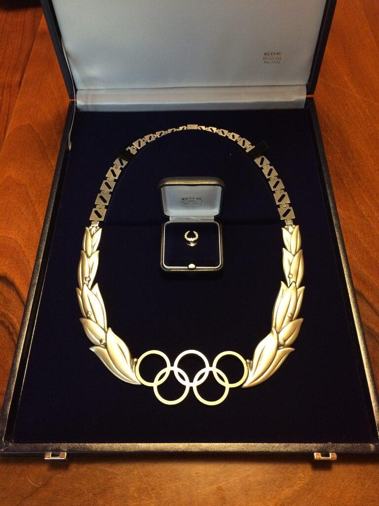 オリンピック・オーダー(五輪功労賞)がもらえる記念品